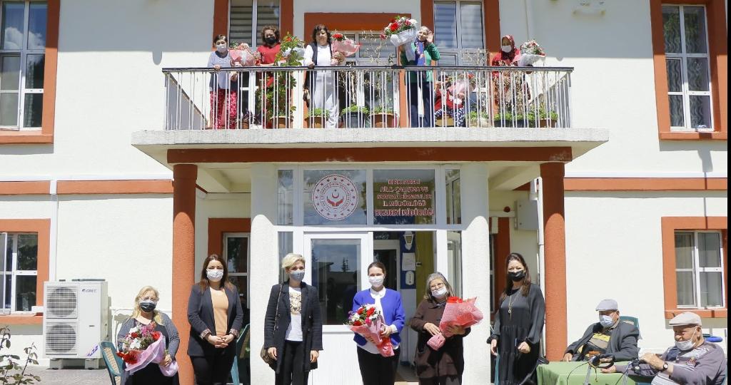 Kırklareli Belediyesi'nden Anneler Günü Kutlamaları